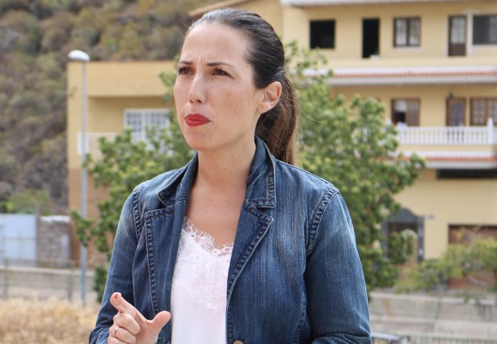 Hernández se compromete a volver a construir vivienda pública en Santa Cruz después de 20 años sin que no se haya construido ni una sola